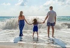 Projeto da DGS promove parentalidade cuidadora e envolvida